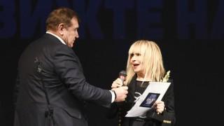 Откраднаха ценна вещ на Лили Иванова преди концерта ѝ в Бургас