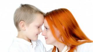 Синът ми е много срамежлив, как да приема това и как да му помогна