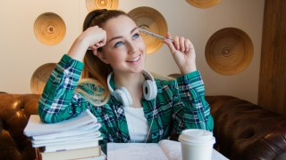 Носталгия по училище: 5 песни, които ще ви върнат в най-хубавите ви години