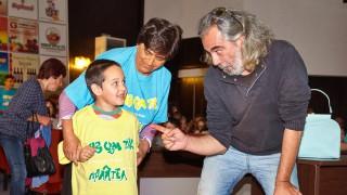Родни звезди помагат на деца, ритат футбол благотворително