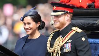 Принц Хари смъмри Меган за първи път на публично място (Видео)