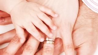 Доказано: Двойките с деца са по-щастливи от бездетните