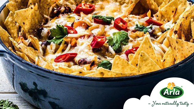 Насладете се на начос със зеленчуци, сирена и гуакамоле