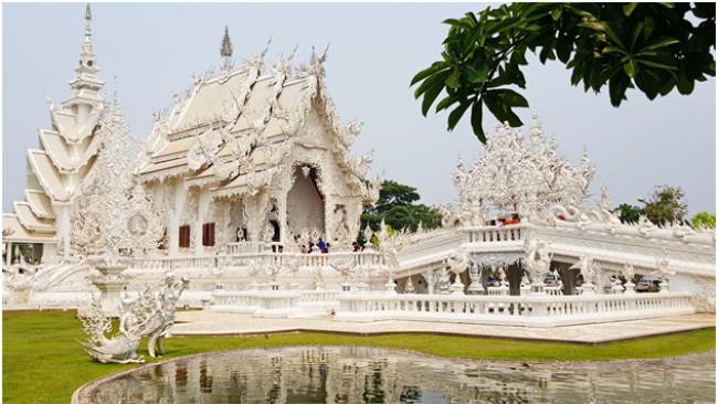 Приказният бял храм в Тайланд
