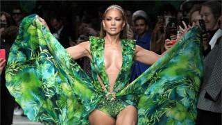 Дженифър Лопес закри зашеметяващо шоуто на Versace в Милано