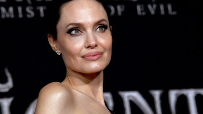 Анджелина Джоли завладя кината като Злодеида
