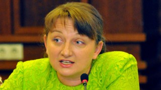Новата социална министърка направила своето чудо, като осиновила дете