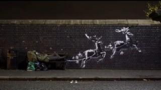 Коледен графит на Банкси с бездомник просълзи света
