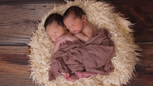Жена роди двe двойки близнаци в рамките на една година
