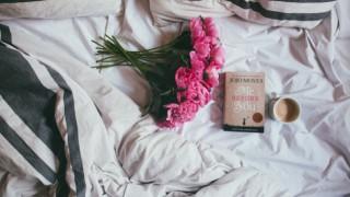 Не е вредно да държим цветя в спалнята, но е важно къде ще ги сложим