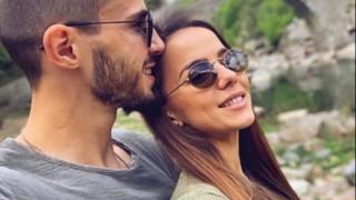 Щерката на Наум Шопов и Теа Минкова със сладка погача