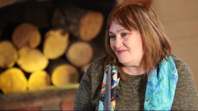 Поетесата Маргарита Петкова: Уморих се да съм мъжко момиче, искам да се грижат за мен