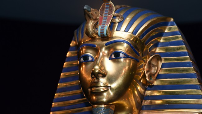 Тутанкамон е носел пръстен с извънземно. Вижте го!