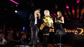 Опит за рекорд: С над 3 метрова плитка стилистът Петя Цветкова отбеляза 20 години професионална дейност