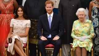 Кралицата нанесе безмилостен удар върху Меган и Хари