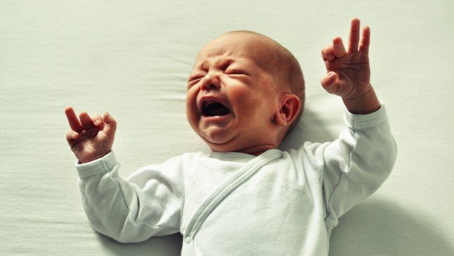 Ето защо трябва да оставите бебето да плаче през нощта