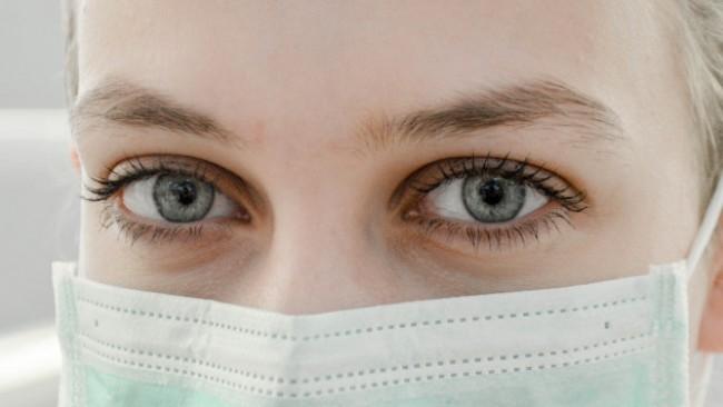 Любов по време на коронавирус: Когато светът се срине и маските паднат