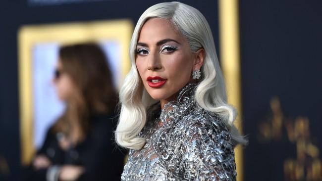 Лейди Гага с призив: Запазете живота на родителите си!