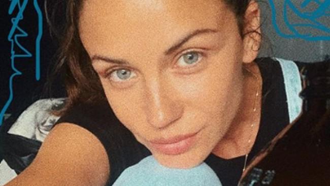 Диляна Попова: Слагайте халатите, дърпайте решетките и яжте шоколад