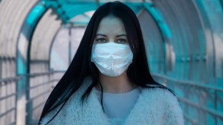 Пътешествието на коронавируса в тялото ни - къде отива след като го прихванем (Видео)