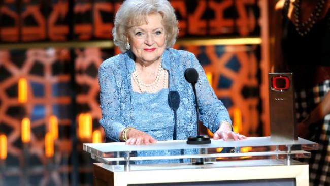 Невероятната Бети Уайт на 99: Поддържам се с водка и картофки