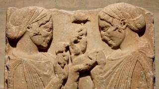 Археолози откриха романтичен гроб на двойка с прозорец между ковчезите (Видео)