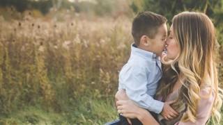 Блогърка разгневи фенове, след като се отказа от осиновеното си дете, снимала го в YouTube