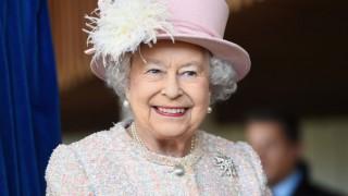 А кралица Елизабет язди в галоп вчeра. Ние сме в ШОК!