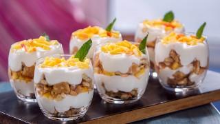 Млечен десерт с бисквити и праскови