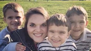 Писмото на една майка на 3 момчета до бъдещите ѝ снахи, което просълзи милиони жени по света