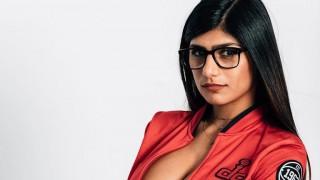 Порнозвездата с хиджаб - Миа Халифа, моли Pornhub да свали секс филмите ѝ