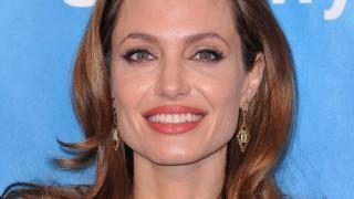 Джоли за дъщеря си Захара след скандалите с чернокожи в САЩ: Тя е невероятна африканска жена