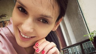 Луиза Григорова показва гордо бременно коремче по бански