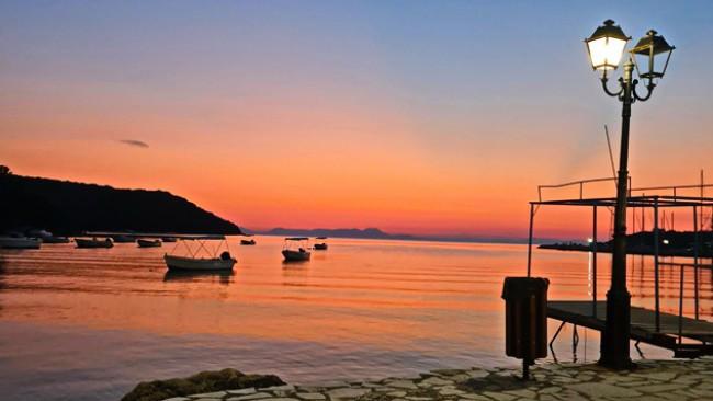 Градчето с едни от най-красивите залези в Гърция