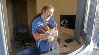 Медицинска сестра спаси в прегръдките си 3 новородени от чудовищния взрив в Бейрут (Снимка)