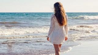 Пада ли ни повече косата през лятото?