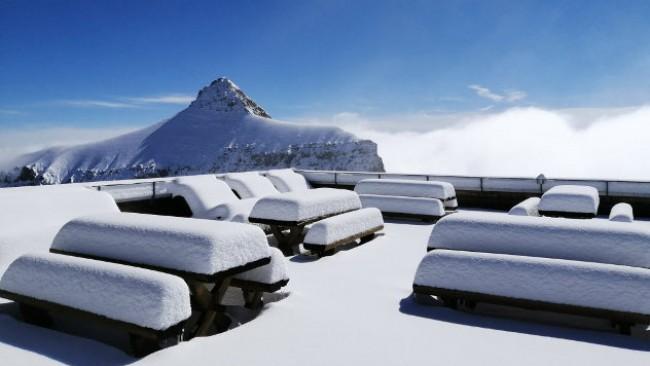 Първият сняг в Алпите наваля, време е за ски!