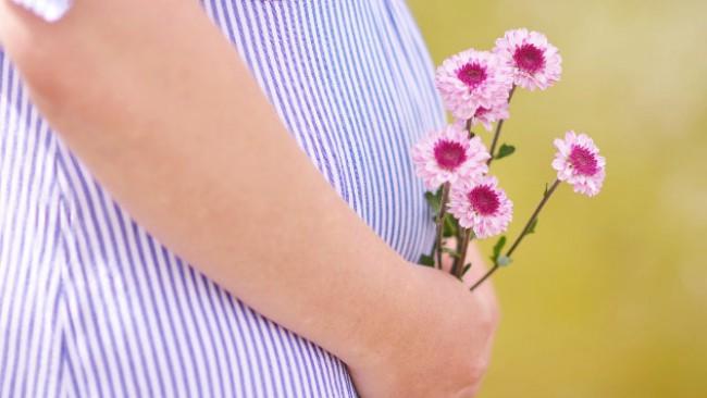 Тя е девствена, но забременява и ражда здраво дете