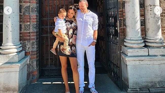 Алекс Богданска-Петканова кръсти сина си в смущаващо секси рокля