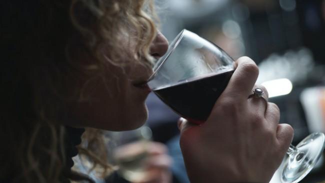 Чаша вино в първата седмица от бременността може да навреди на бебето?