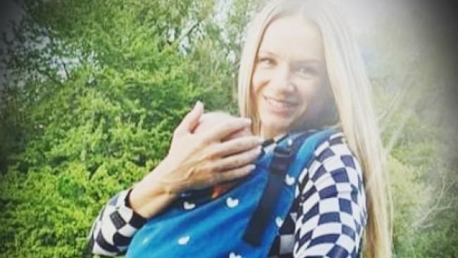 Лора Караджова тренира на пилон след раждането, стана като фиданка (снимка)