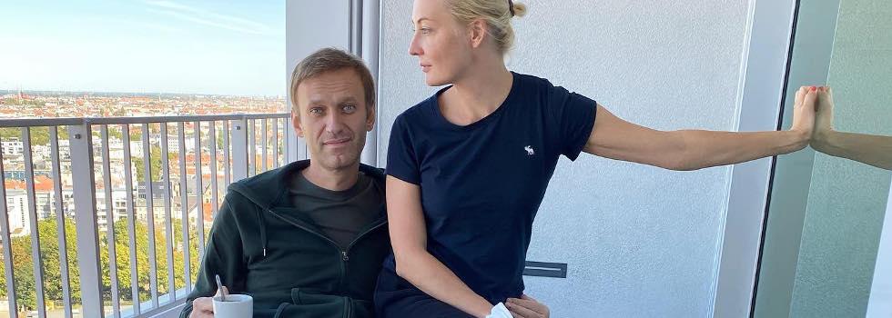 Алексей Навални прегърна жена си след срещата със смъртта: Любовта лекува и ни връща към живота