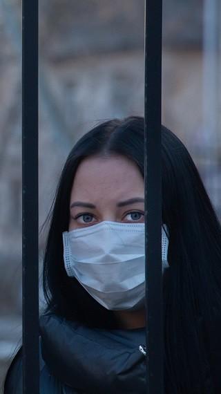Корона от ужас: пак ни затварят, носим маски поне още година!
