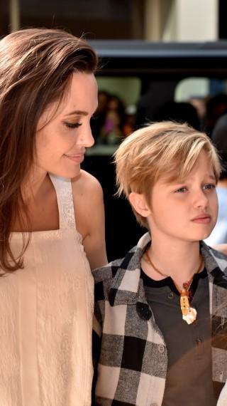 Дъщерята на Джоли и Пит – Шайло, спря хормоналната терапия. Няма да я познаете!