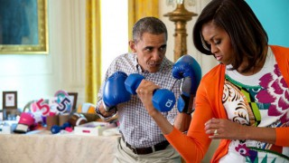 Барак и Мишел Обама най-харeсвани, удариха в земята Тръмп и Мелания