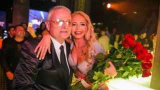 Ирен Онтева изпрати Христо Сираков, стотици на погребението на българския Хю Хефнър (снимки)
