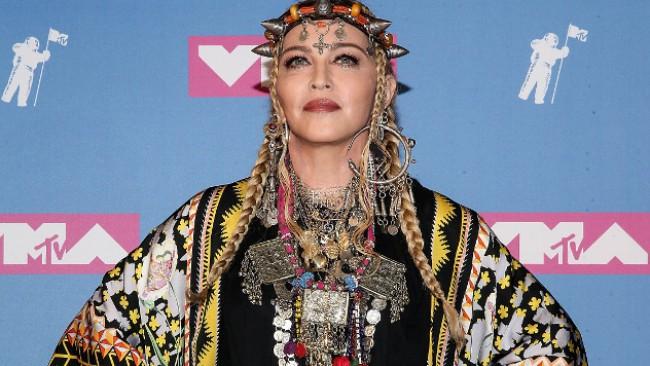 Мадона с розова коса - просто феноменална (снимки)