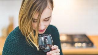1 чаша вино на ден може, 2 чаши ни правят стари и сбърчкани, 3 чаши ни убиват!