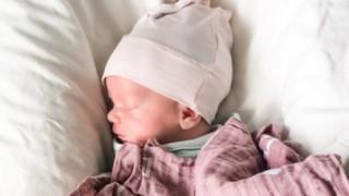 Болна с Covid-19 роди здраво бебе, докато е в кома
