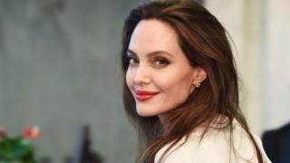 Анджелина Джоли ще продуцира този секси мъж